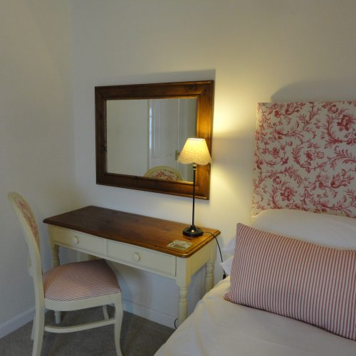 Chesil Double ensuite room with king size bed
