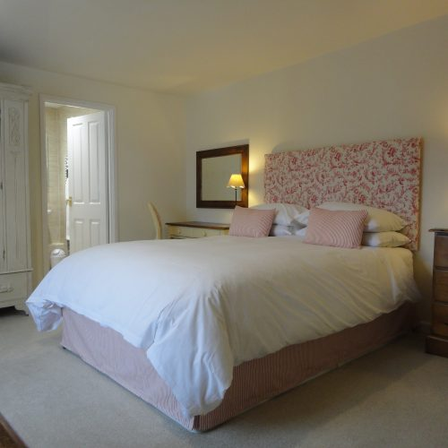 Chesil - Double en-suite room with king size bed