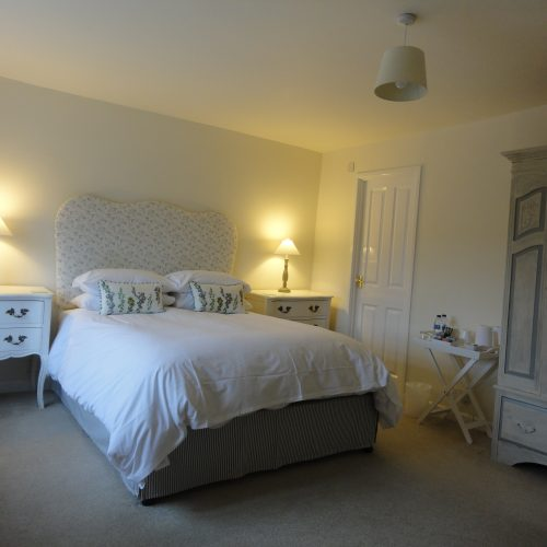 Fleet - Double en-suite room with king size bed