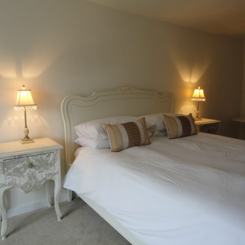Hardy - Double en-suite room with king size bed