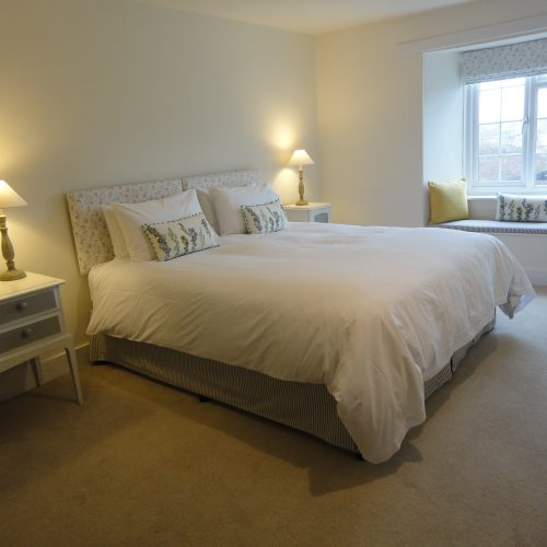 Nothe - Double en-suite room with super king sized bed (can be made up with twin beds)