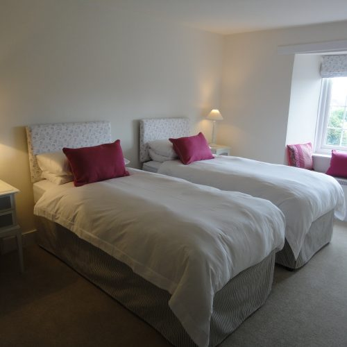 Nothe - Double en-suite room with twin beds (can be made up with super king sized bed)